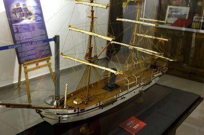 mersin deniz muzesi ertugrul firkateyni maketi 400x266