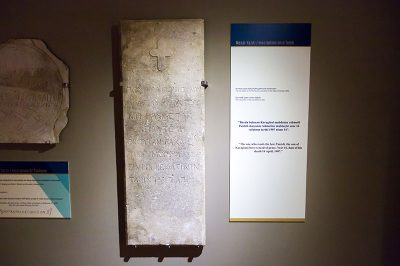 antalya alanya arkeoloji muzesi mezar yaziti 400x266