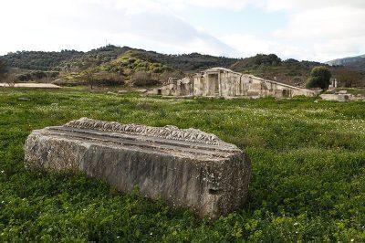 magnesia antik kenti kalintilari 400x266
