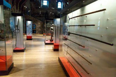 gent gravensteen silah muzesi yaylar oklar kiliclar 400x266