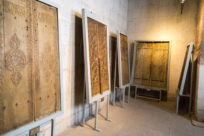ince minare medresesi muzesi kapilari 400x266