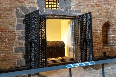 brugge belfry belfort saat kulesi hazine odasi 400x266