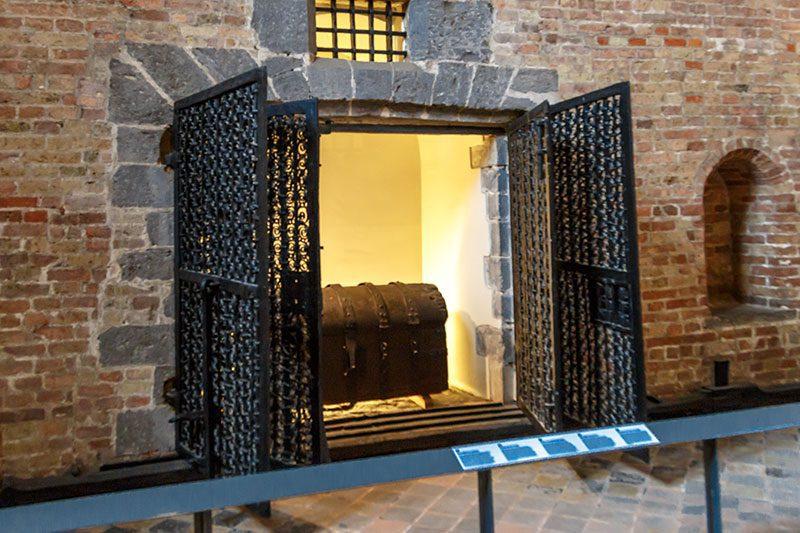 brugge belfry belfort saat kulesi hazine odasi