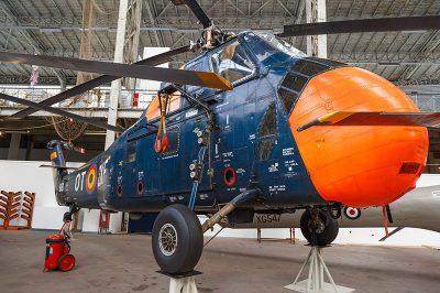 bruksel askeri tarih muzesi helikopter 400x266