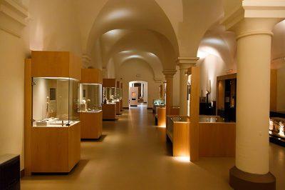 bruksel cinquantenaire muzesi arkeolojik eserler 400x266