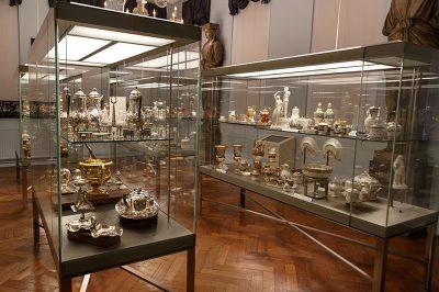 bruksel kent muzesi porselenleri 400x266