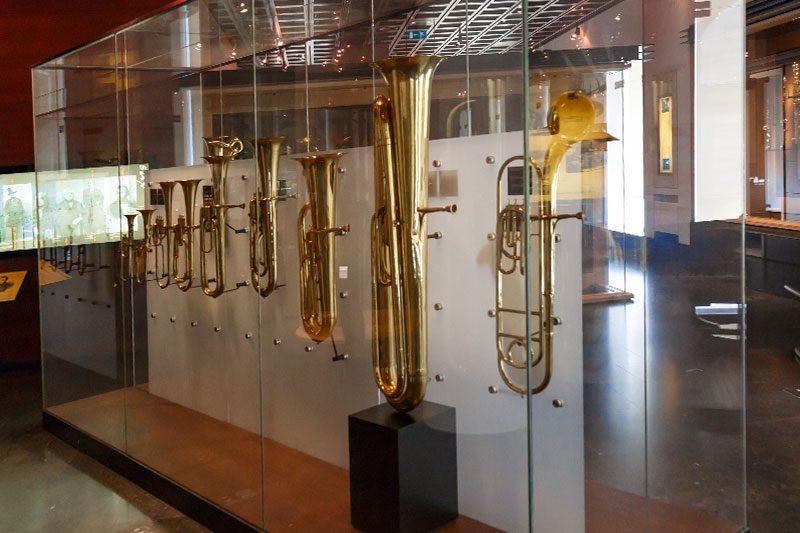 bruksel muzik enstrumanlari muzesi saksafonlar