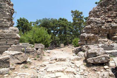 antalya lyrbe seleukeia antik kenti anitsal kapi 400x266