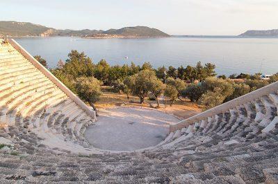 antiphellos antik kenti tiyatrosu gezilecek yerler 400x266