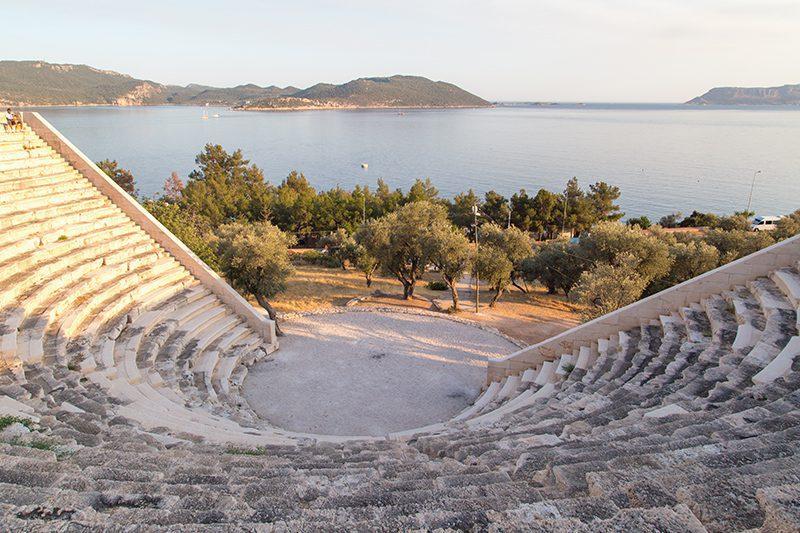 antiphellos antik kenti tiyatrosu gezilecek yerler
