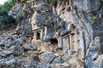 fethiye pinara antik kenti kaya mezarlari 400x266