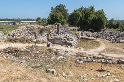 finike limyra antik kenti kalintilari 400x266