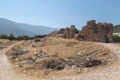 finike limyra antik kenti sur duvarlari 400x266
