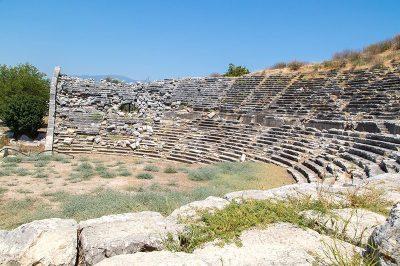 letoon antik kenti tiyatrosu 400x266