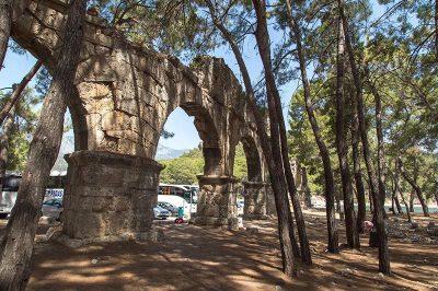 phaselis antik kenti su kemerleri 400x266