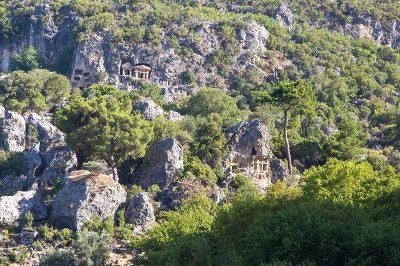 seydikemer pinara antik kenti kayalara oyulmus mezarlar 400x266