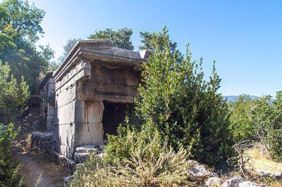 sidyma antik kenti kral mezarlari 400x266