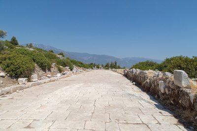 xanthos antik kenti sutunlu yol 400x266