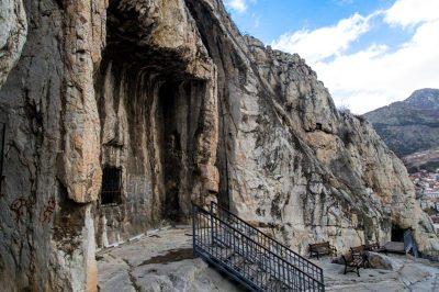 amasya kral kaya mezarlari gezilecek yerler 400x266