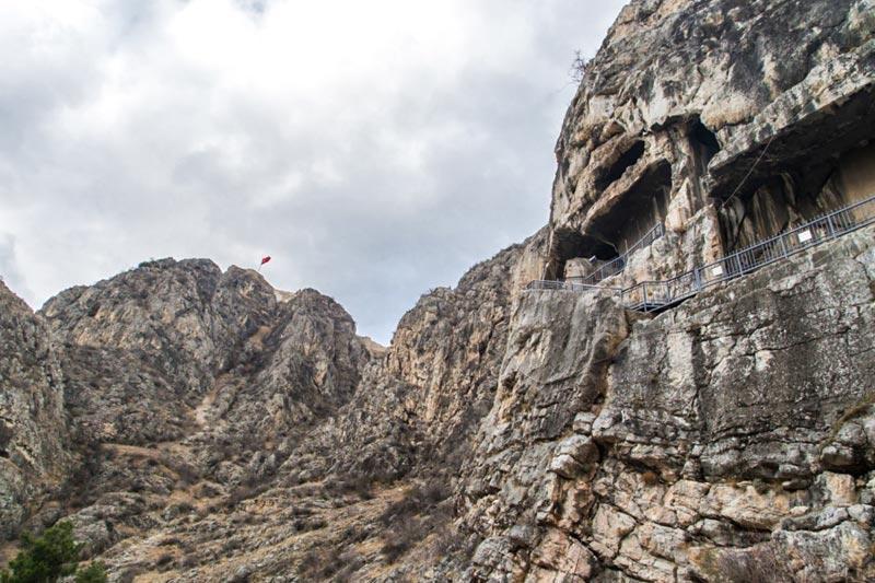 amasya kral kaya mezarlari gorulecek yerler