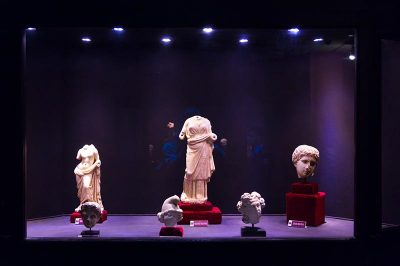 izmir arkeoloji muzesi heykeller 400x266