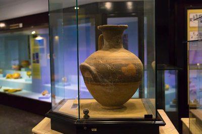 izmir arkeoloji muzesi seramik eserler 400x266