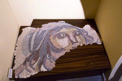 izmir kadin muzesi cingene kizi mozaigi 400x266