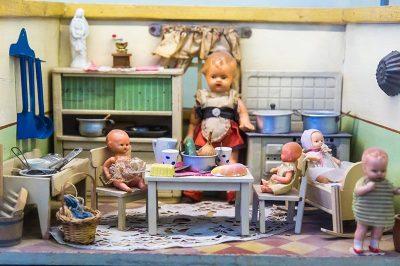 izmir oyuncak muzesi bebek evleri 400x266