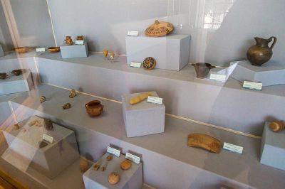 izmir tarih ve sanat muzesi seramik eserler 400x266