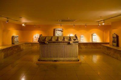 izmir tarih ve sanat muzesi tas eserler 400x266