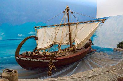 izmir tarih ve sanat muzesi ticaret gemisi maketi 400x266