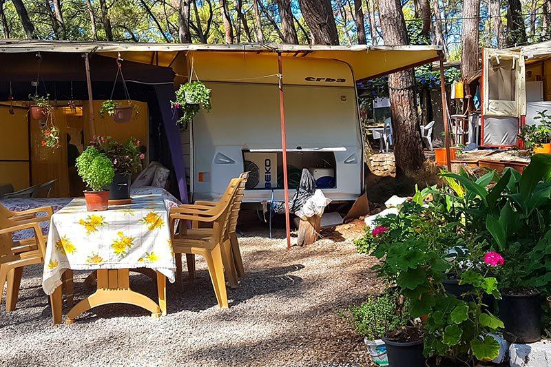 mugla akyaka orman kampi karavan alanlari
