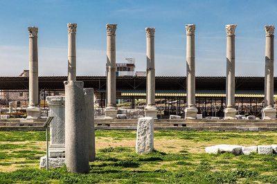 symrna antik kenti agora sutunlari 400x266