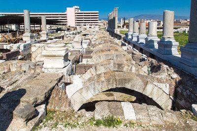 symrna antik kenti kemerli yapilari 400x266