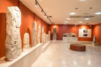 sinop arkeoloji muzesi heykeltiraslar 400x266
