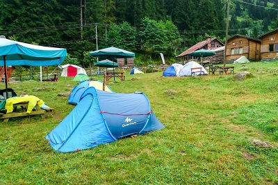 camlihemsin ayder camping cadir alani manzarasi 400x266