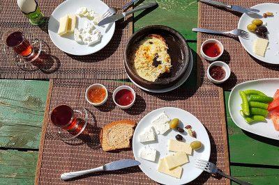 duzce simsirlik kamp alani kahvaltisi 400x266