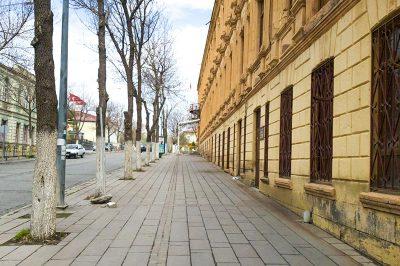kars defterdarlik binasi rus stili kaldirimlari 400x266