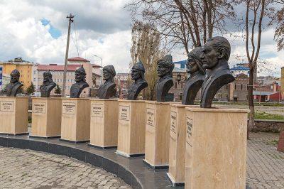 kars devlet buyukleri bustleri ataturk 400x266