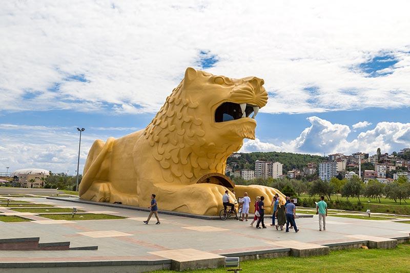 samsun amazon adasi aslan heykeli