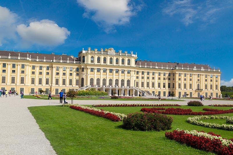 schonbrunn sarayi ve bahceleri viyana gezilecek yerler