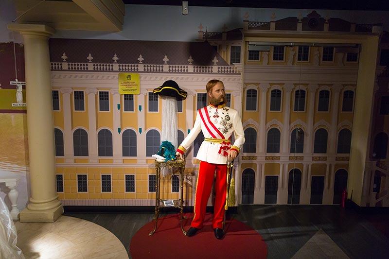 viyana madame tussauds muzesi schonbrunn krali