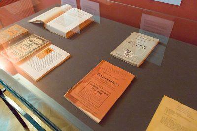 viyana sigmund freud muzesi kitaplari 400x266