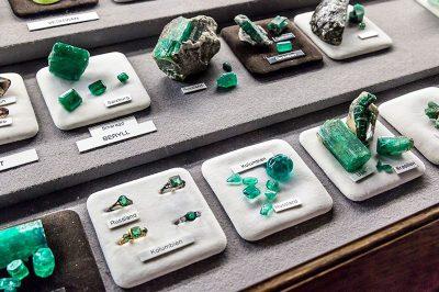 viyana doga tarihi muzesi mineral tas salonu 400x266