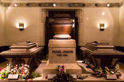 viyana imperial crypt kraliyet mezarligi franz joseph 400x266