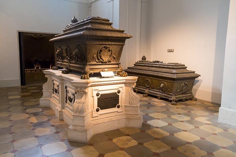 viyana imperial crypt kraliyet mezarligi gezilecek yerler