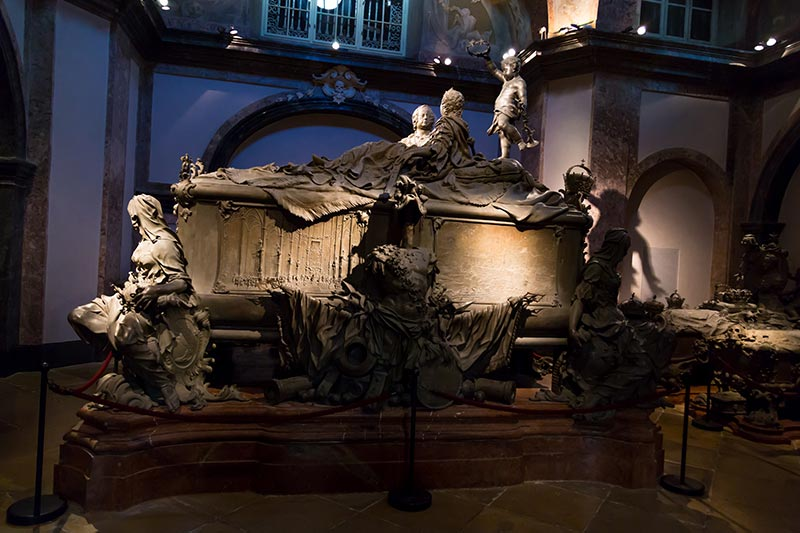 viyana imperial crypt kraliyet mezarligi gorulecek yerler