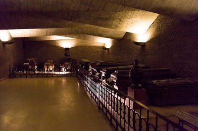 viyana imperial crypt kraliyet mezarligi odasi 400x266