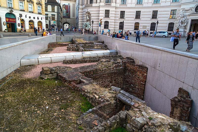viyana michaelerplatz roma donemi arkeolojik kalintilar