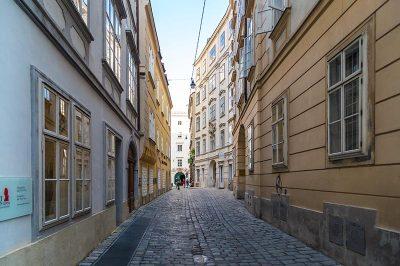 viyana mozart evi muzesi apartman binasi sokagi 400x266